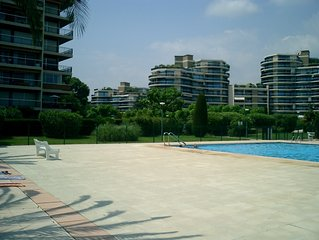 Luxury apartment, balcony, swimming pool. Close to beach & marina. 10 min Cannes