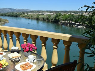 Penthouse apartment. Stunning  views. Ideal chill-out or family activity holiday