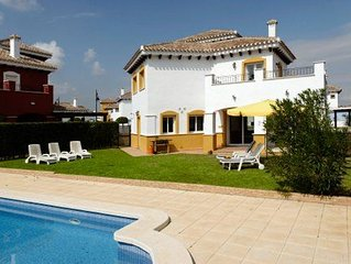 4 bed 3 bathrom with private pool and large outdoor garden