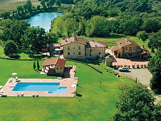 Lake House, Farm in the hills between Arezzo Florence Siena, Garden, Pool