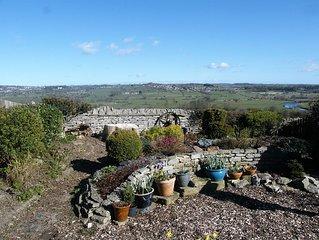 KELDA GARTHR (TRANQUIL GARDEN). Located in Middleham with superb views to rear.