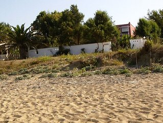 Seafront private villa just on the sandy beach, sleeps 4+2 big garden, free WiFi