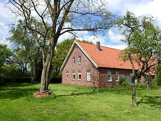 großes Landhaus mit Garten, sehr ruhige Lage, viel Platz, nicht weit zum Meer