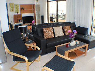 Kom. private FeWo mit grossem Balkon, Meerblick, Aufzug und Pool, 150 m zum Meer