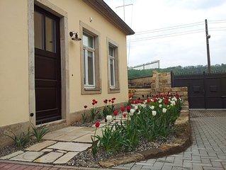 Villa an der Elbe, grosse Terrasse mit Elbblick, separater Eingang, WLAN gratis