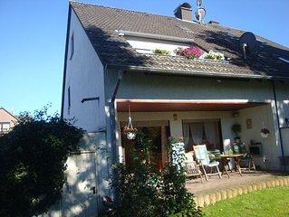 Gemütliche Dachgeschosswohnung, ruhig gelegen, Veltins Arena 6km, Zoom 2km