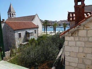 Altstadt Trogir - Traumhaftes Studioapartment mit Meerblick in altem Steinhaus