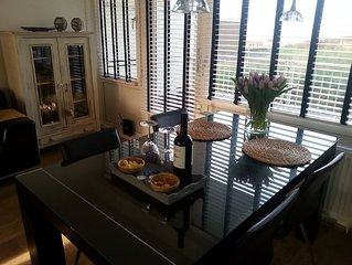 De Ruijterstee with sea view and private parking, incl. Towels / bedding