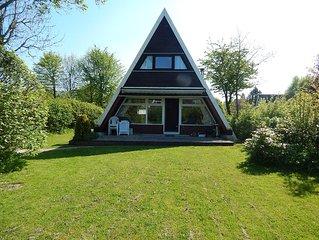 Ferienhaus mit zwei getrennten Schlafzimmern,  strandnah mit grossem Garten, WLAN