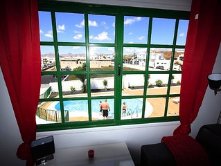 Apartment with sea views, south west facing balcony and pool & Wifi