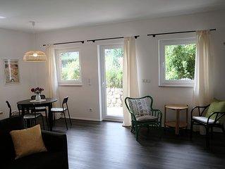 Neue Wohnung mit grosser Wohnkuche,  Vollbad, Schlafzimmer und kleiner Terrasse
