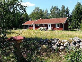 Gemütliches Schwedenhaus umgeben von Wiesen, Wald und Seen für Erholung pur!