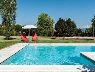 Very quiet and luxurious typical tuscany villa with pool
