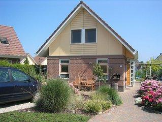 freistehendes Ferienhaus mit Garten und Bootssteg