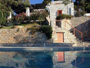 Ferienhaus mit Salzwasser-Pool und eigenem Strand in traumhafter ruhiger Lage