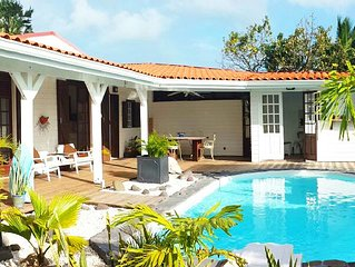 charming house, sea and mountain views, private pool, garden. 6 persons