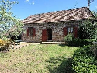 Maison en pierre avec piscine, a Hautefort (Perigord Noir)
