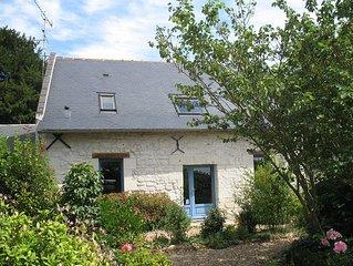 Dans le vignoble de Saumur, gite de caractere en tuffeau, calme et spacieux