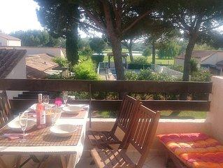 Jolie petite maison avec magnifique vue - pool, clim, TV, wifi