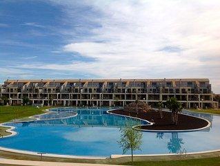 Appartement 4 personnes, rez de jardin dans residence securisee, golf et piscine