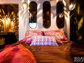 Chambre mauve: tres belle chambre VIP situee dans la vieille ville d' Annecy