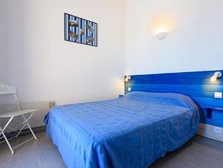 Chambre N°1 avec lit en 140 cm et balcon vue sur mer