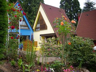 Quiet cottage, flowery, with air conditioning, parking, private terrace, near C