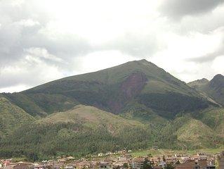 super vue vers la ville et vers les montagnes