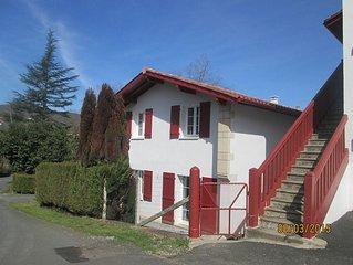 maison avec petit jardin  sare bourg , pres saint jean de luz, pays basque