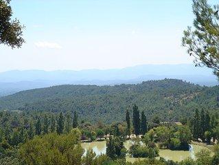 Mas provencal  pour 7 personnes a 2 km d'un des plus beaux villages de France