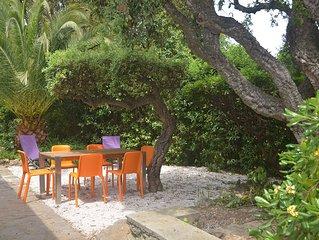Bord de mer et très calme, RDC villa rénovée 6 personnes 90 m2  dans beau jardin