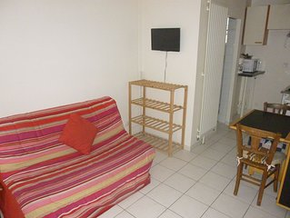 Bel appt 10 minutes walk from the metro and Paris