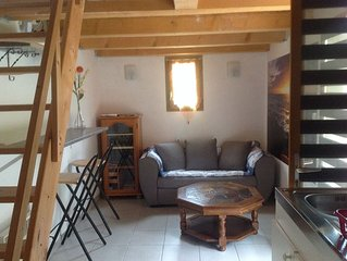 Pretty small studio 18m2 and outdoor terrace with