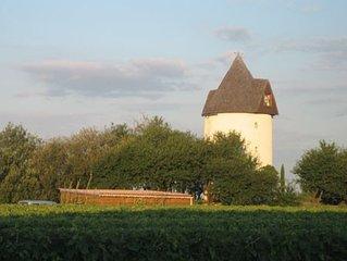 Moulin à vent aménagé avec vue sur l'estuaire de la gironde
