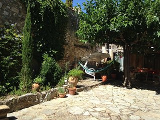 Appartement independant dans une maison de village.