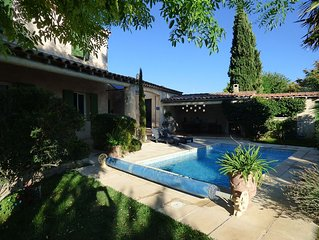 Chambre indépendante chez l'habitant vue sur piscine/jardin