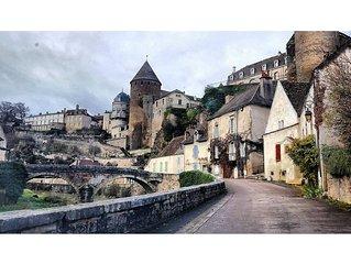Fairytale Médiéval Bridge House, on the Burgundy River! La Maison Du Pont xo