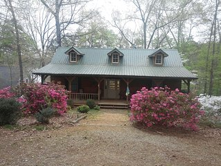 Cozy 3 Br Home In A Quiet Cove On Hartwell. BOOK SPRING BREAK NOW! Spring Rates!