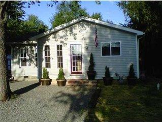 Cozy Cottage Getaway at Indian Lake!