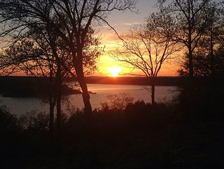 Come Watch An Amazing Sunset On Lake Norfork, And Make Lifetime Memories