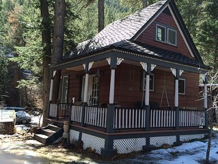 Cottage next to the creek in Historic Cascade Canyon At The Foot Of Pikes Peak