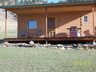 Deer Cabin-Sleeps 2 with beautiful views of the Beartooth Mountains