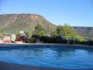 1 BDRM SLEEPS 4~ RED ROCKS AREA~10 MINS TO DOWNTOWN~HIKING, TRAILS, HEATED POOLS