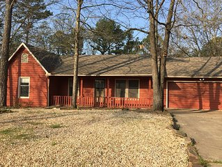 Pet Friendly 3 Bedroom 2Bath Home close to Bella Vista Town Center