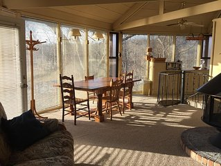Lakefront Cottage Close To Everything The Lake Has To Offer. Located 5 Minutes