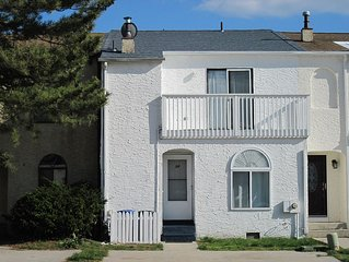 Aug 13-16 left: 4  bedrm townhouse in Brigantine w/ grill & firepit