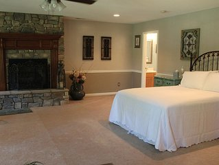 EXTREMELY LARGE ROOM; FIREPLACE; CLOSE TO ASHEVILLE; PRIVATE ENTRANCE