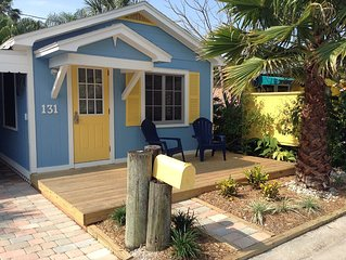 Gorgeous cottage with private decks, Grill and free Wifi just steps to the beach