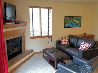 Lovely Condo on the Blue River-Fireplace, Wifi, Hot tub! Close to 4 ski resorts!