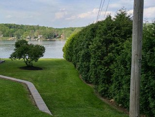Welcome to REllax Inn...Lakeside Cottage with Dock in Findley Lake NY.